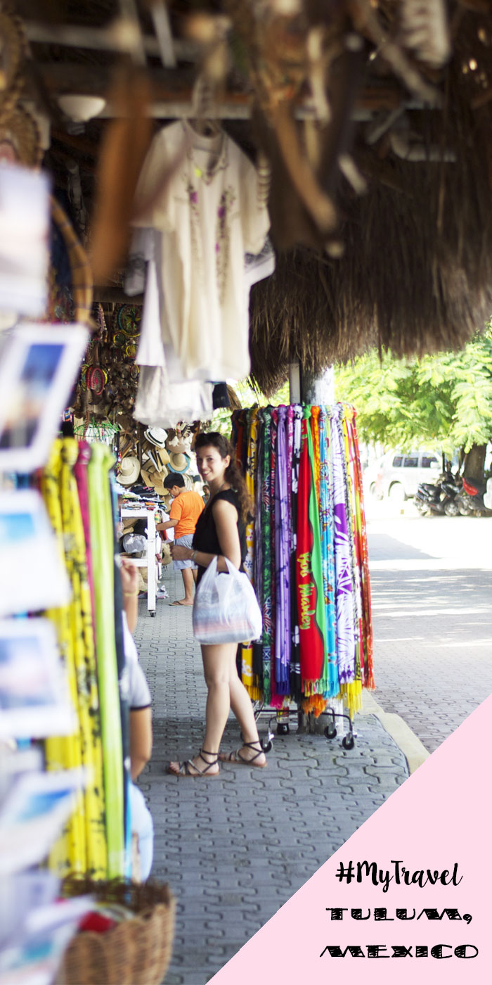 SHOPPING AT TULUM, MESSICO