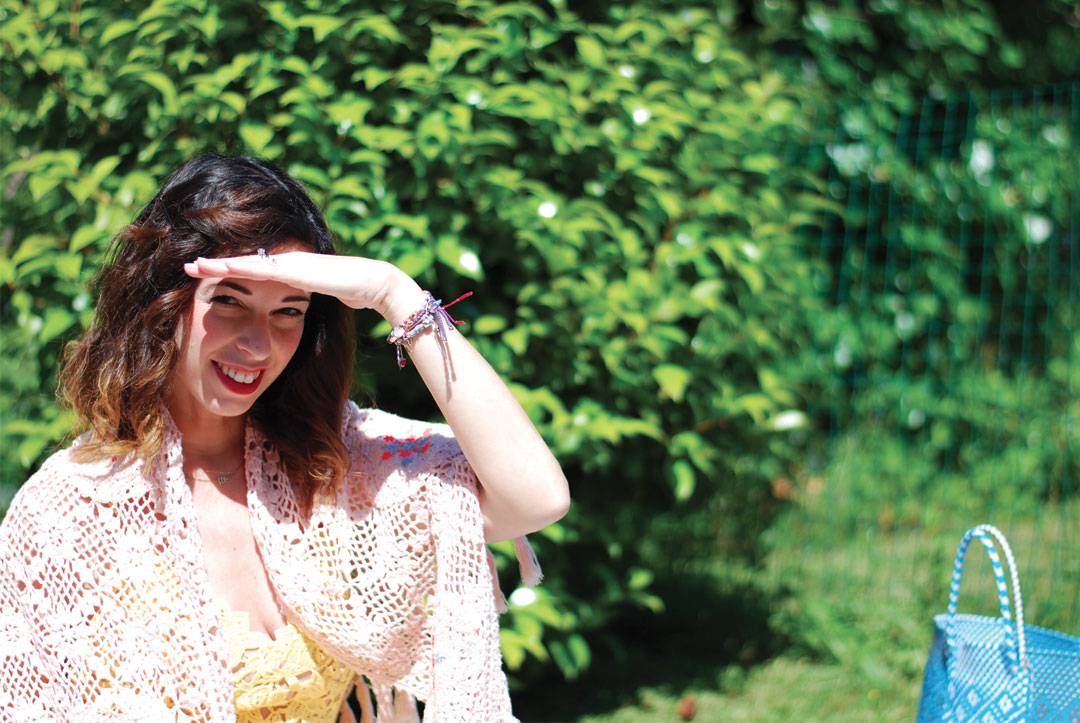 Bonjour Chiara wears: I found the perfect H&M yellow lace dress which reminds a Self Portrait dress without breaking my bank account! - www.bonjourchiara.com