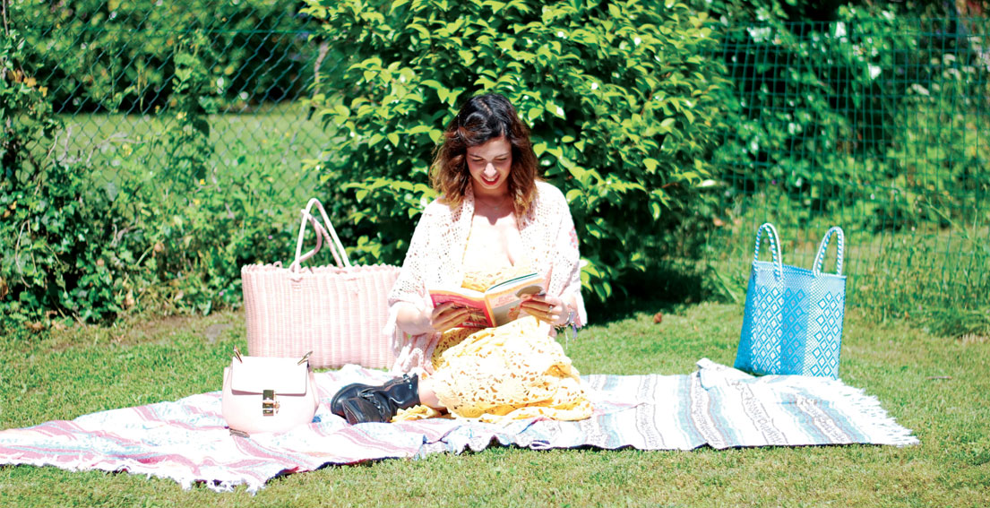 Pic-nic In Yellow Lace Dress