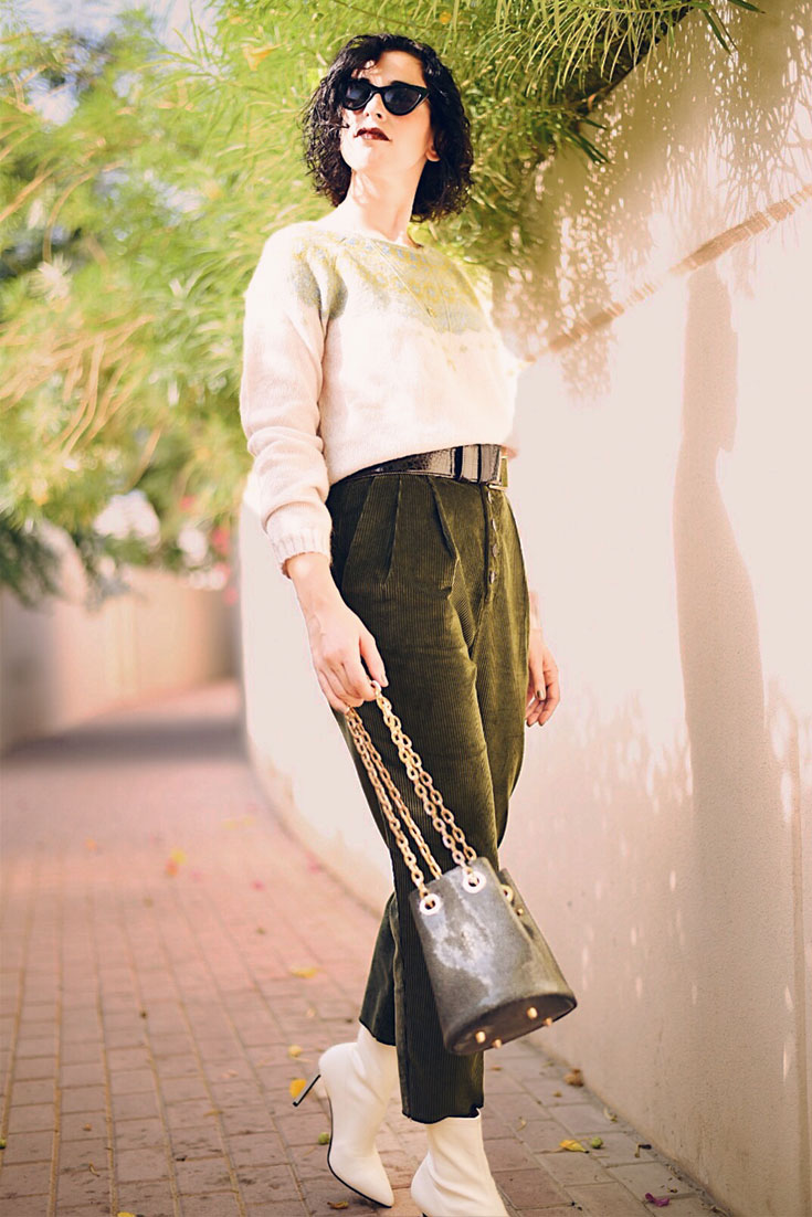 Bonjour Chiara Wears // Autumnal outfit with corduroy pants and white sock boots