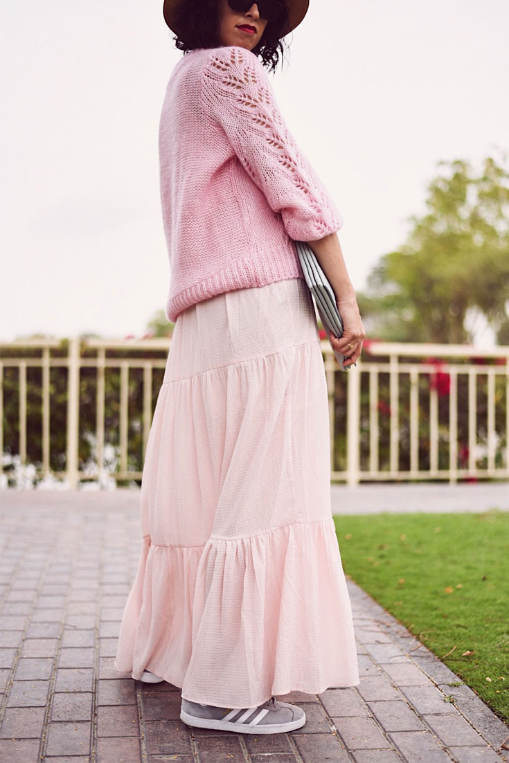 A list of tips that help me to make my closet ready for Spring - H&M maxi dress // H&M pink knitwear // Gazelle sneakers // Celine clutch